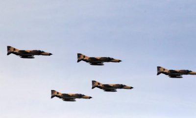 Válaszul az amerikai szankciókra Irán új harci repülőgépet mutat be