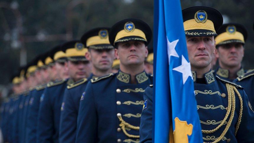 Hadsereggé alakítja a biztonsági erőket Koszovó