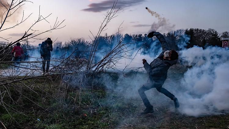 Visszaviszik a menekülteket a török-görög határról Törökországba
